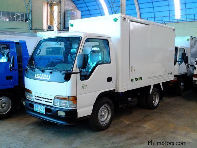 Used isuzu elf refrigerator truck 1999 elf refrigerator Fridge motors for sale