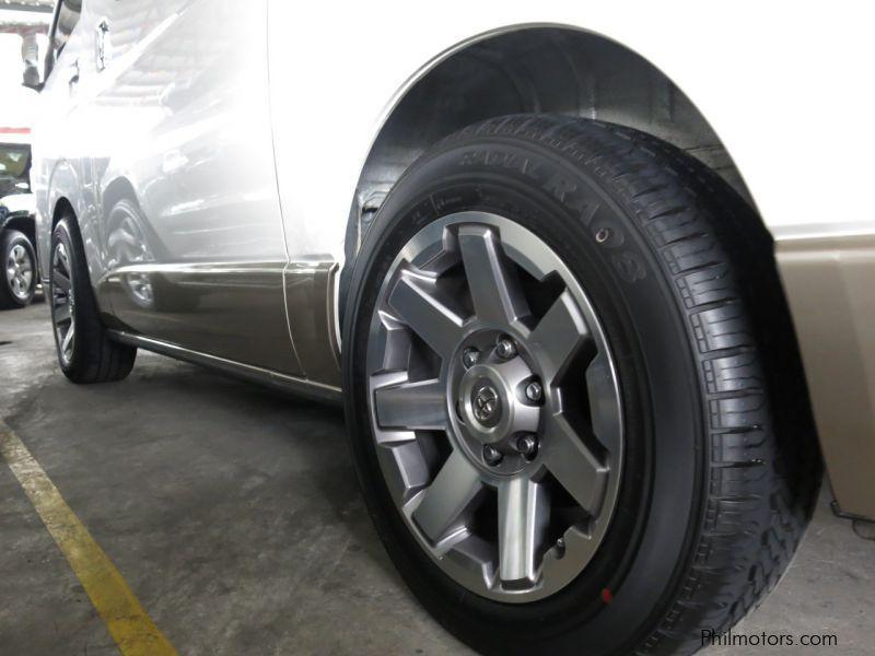 2014-Toyota-Hi-Ace-Super-Grandia-583-9462308_11.jpg