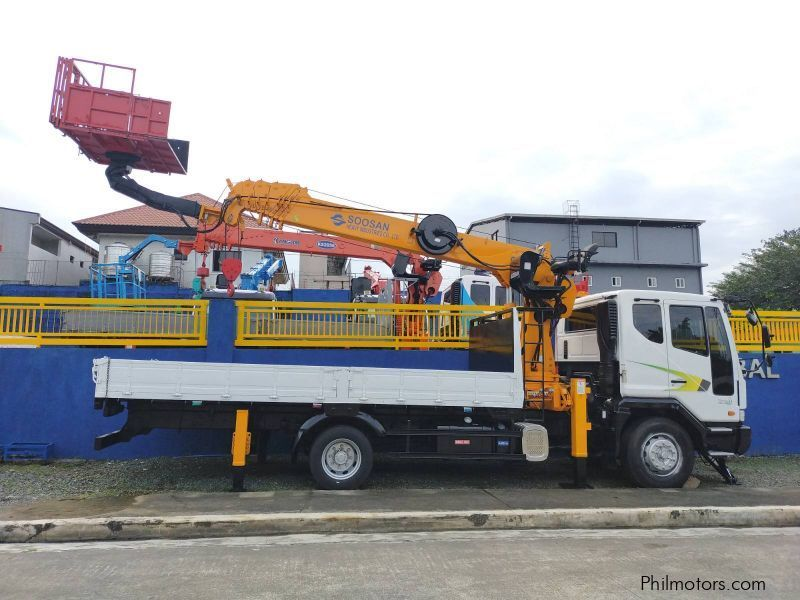 Daewoo BOOM TRUCK WITH MAN LIFT/ CARGO CRANE TRUCK in Philippines