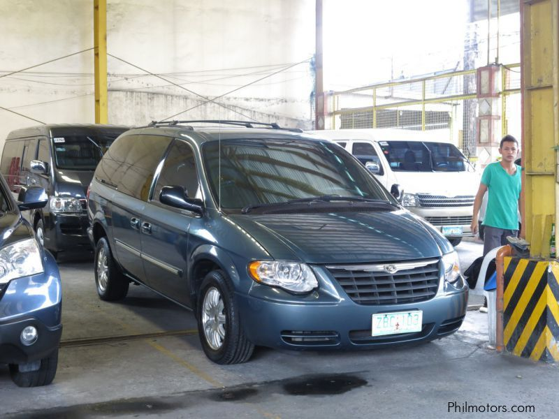 Used Chrysler Town & Country for sale in Quezon City