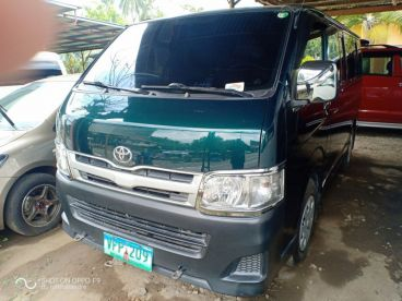 Pre-owned Toyota Hi ace commuter for sale in