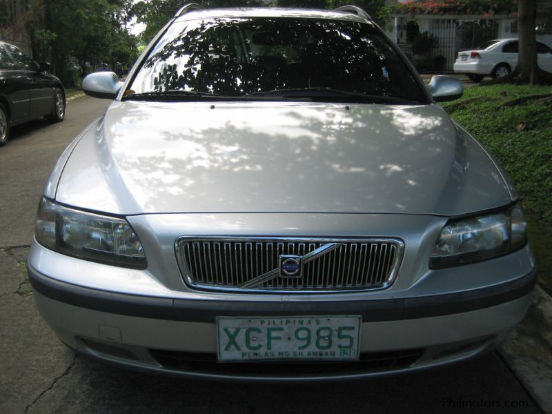 Used Volvo V70 2.0T for sale in Quezon City