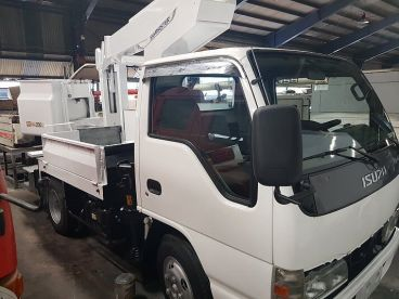 Pre-owned Isuzu Manlift for sale in