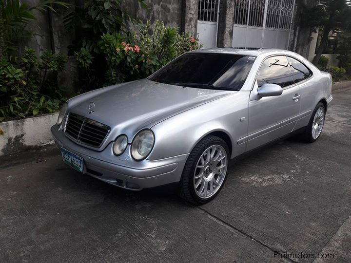 Pre-owned Mercedes-Benz CLK320 for sale in
