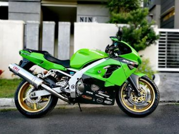 Pre-owned Kawasaki Ninja ZX-9rr for sale in