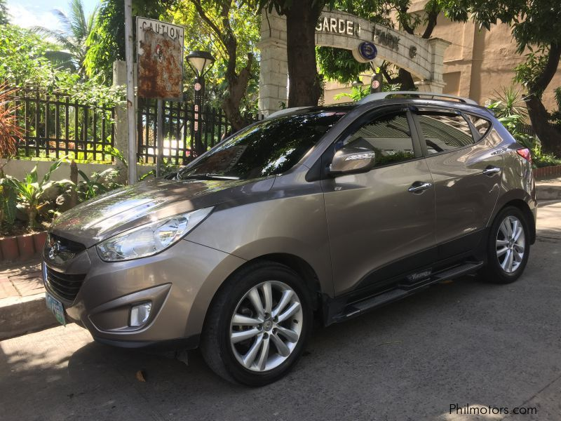 "Pre-owned Hyundai Tucson A/T GLS 2.4 4WD Theta II 16 Valve ""Top of the Line"" for sale in Countrywide"