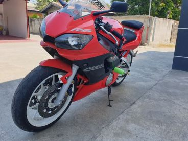 Pre-owned Yamaha YZF-R6 (carb) for sale in