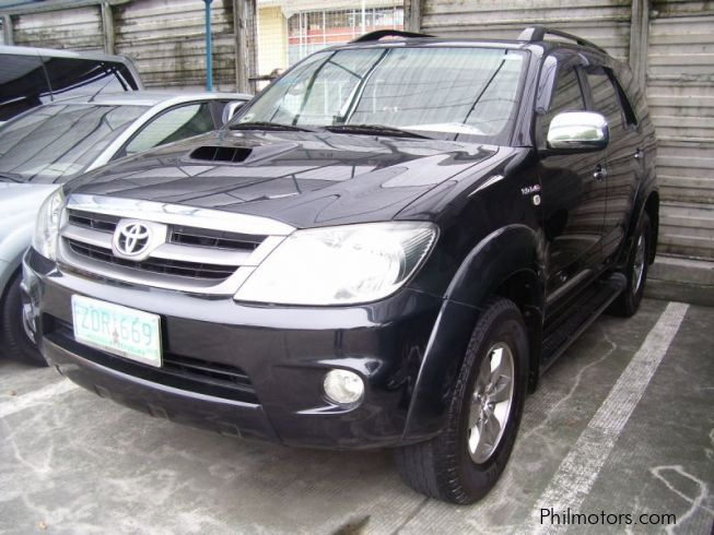 Toyota Fortuner V 4X4 DIESEL in Philippines